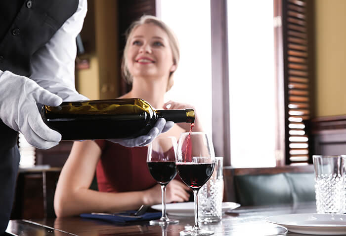 ワイン注がれるイメージ