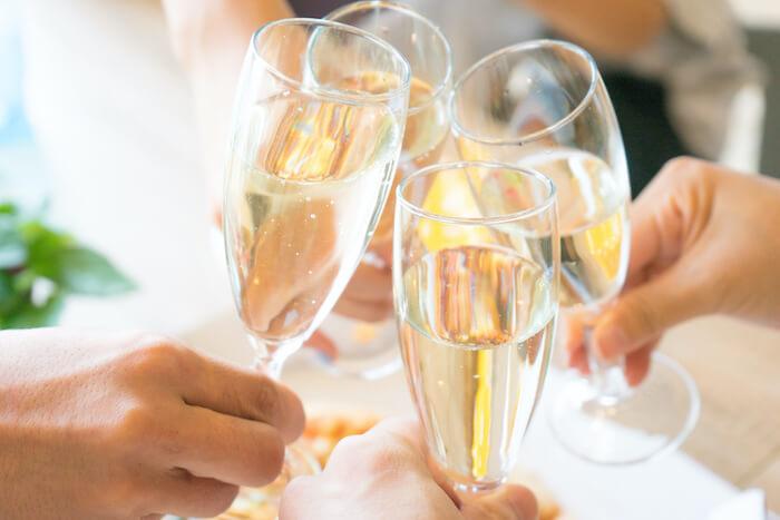 シャンパーニュ、スパークリングワイン乾杯